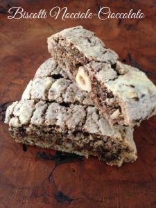 Biscotti Nocciole-Cioccolato http://hjholidays.com/recipes/christmas-recipes/biscotti-nocciole-cioccolato/