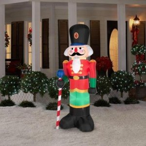 Christmas Inflatables To Decorate The Yard