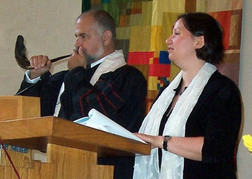Blowing the shofar in synagogue