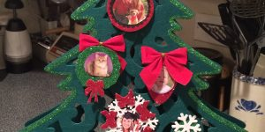 How to Make a DIY Photo Tree for Christmas